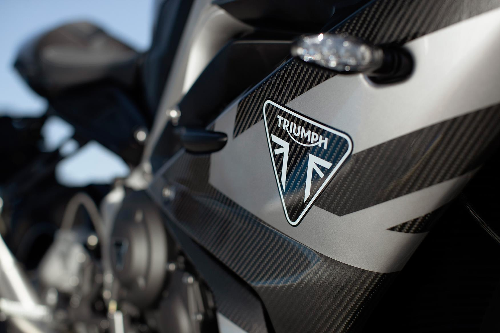 Triumph Daytona 765 Moto2 Limited Edition carbon bodywork