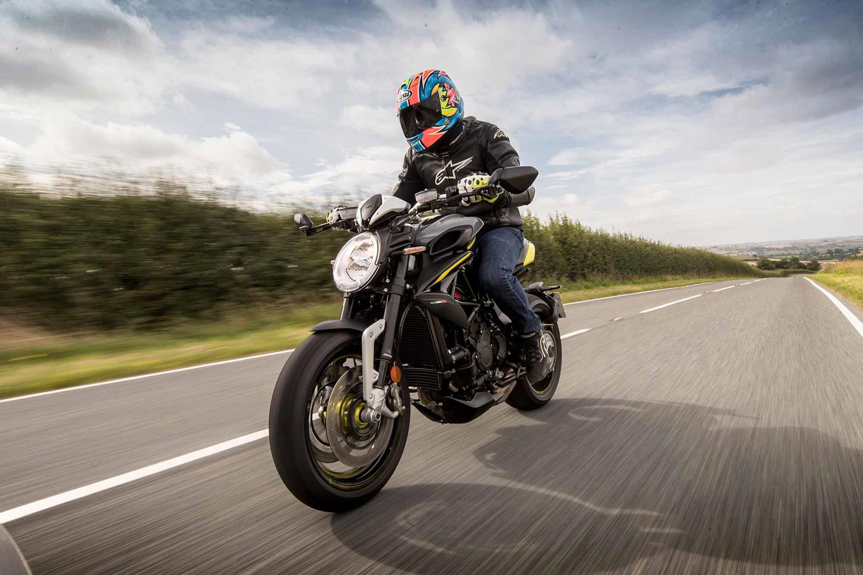 Riding the MV Agusta Dragster 800 RR