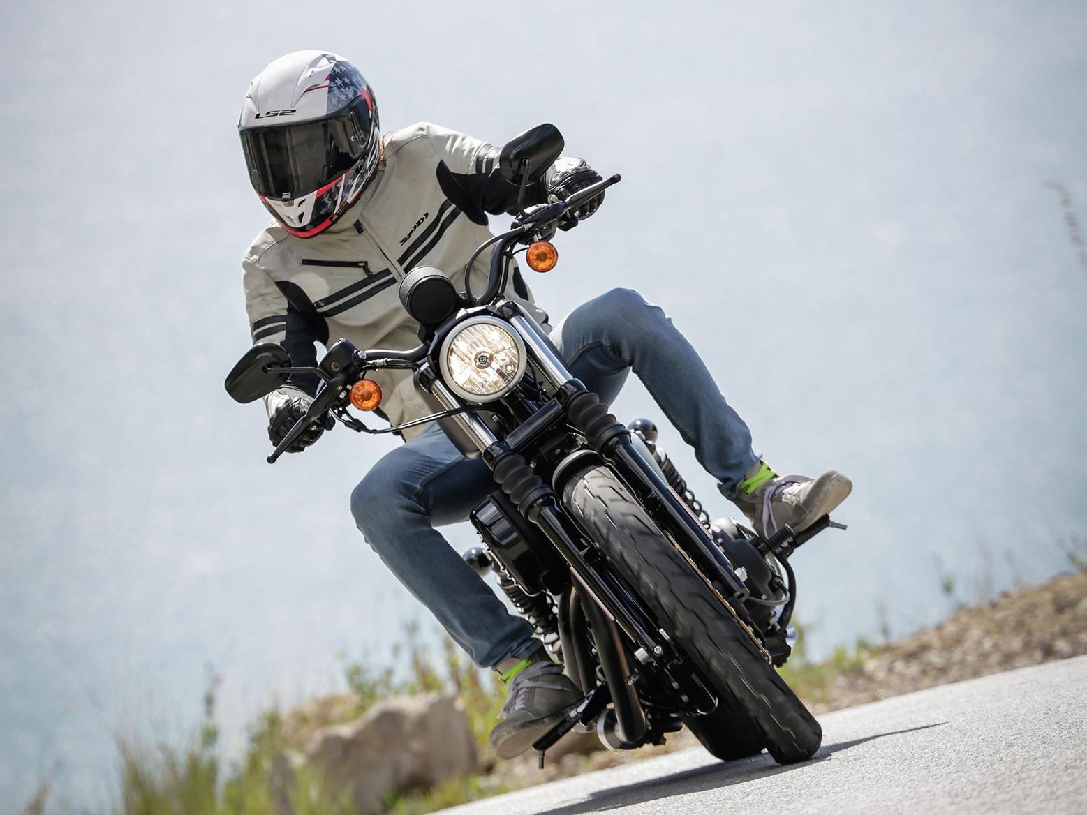Harley-Davidson Iron 883 front