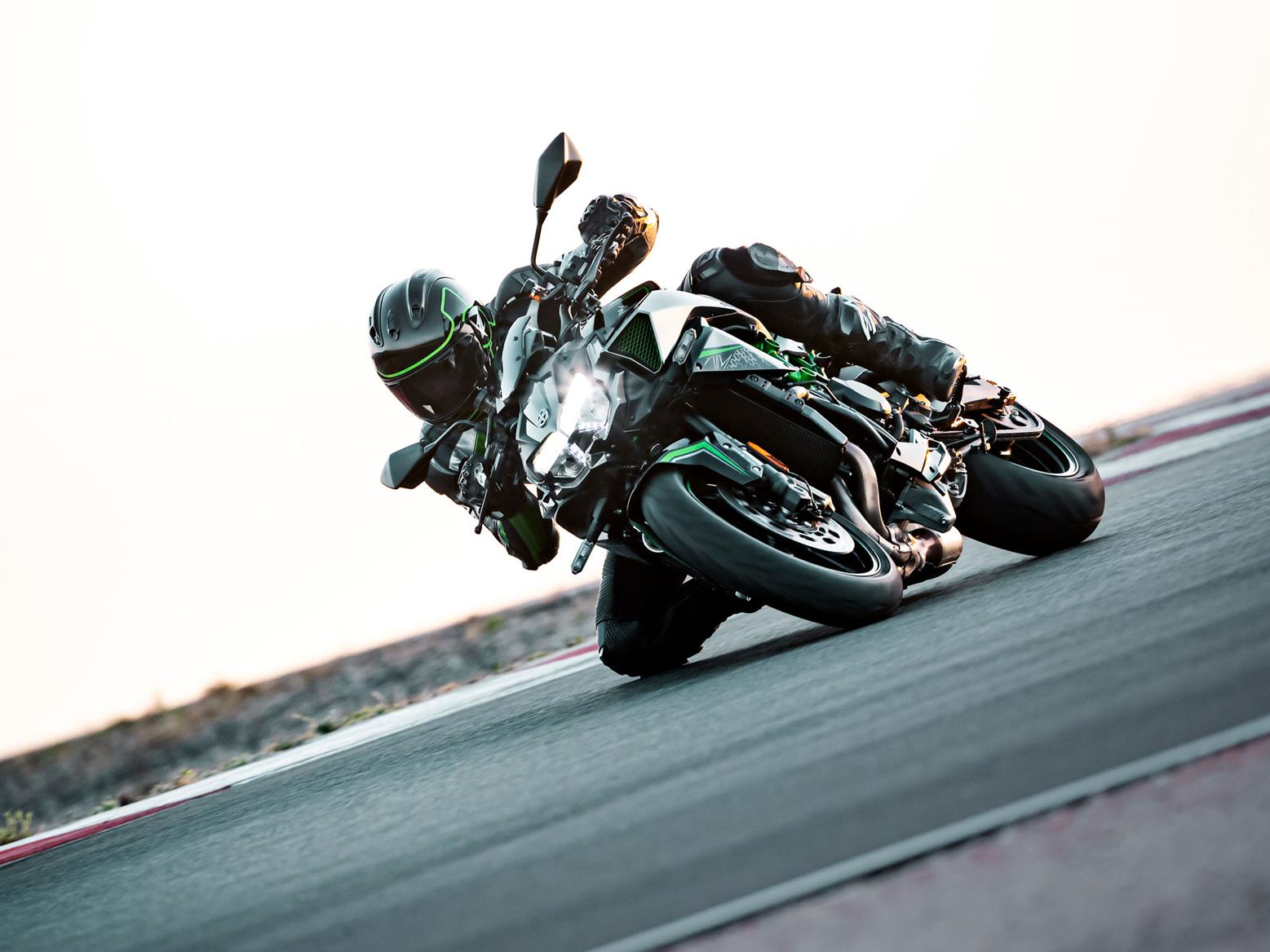 Kawasaki Z H2 on track