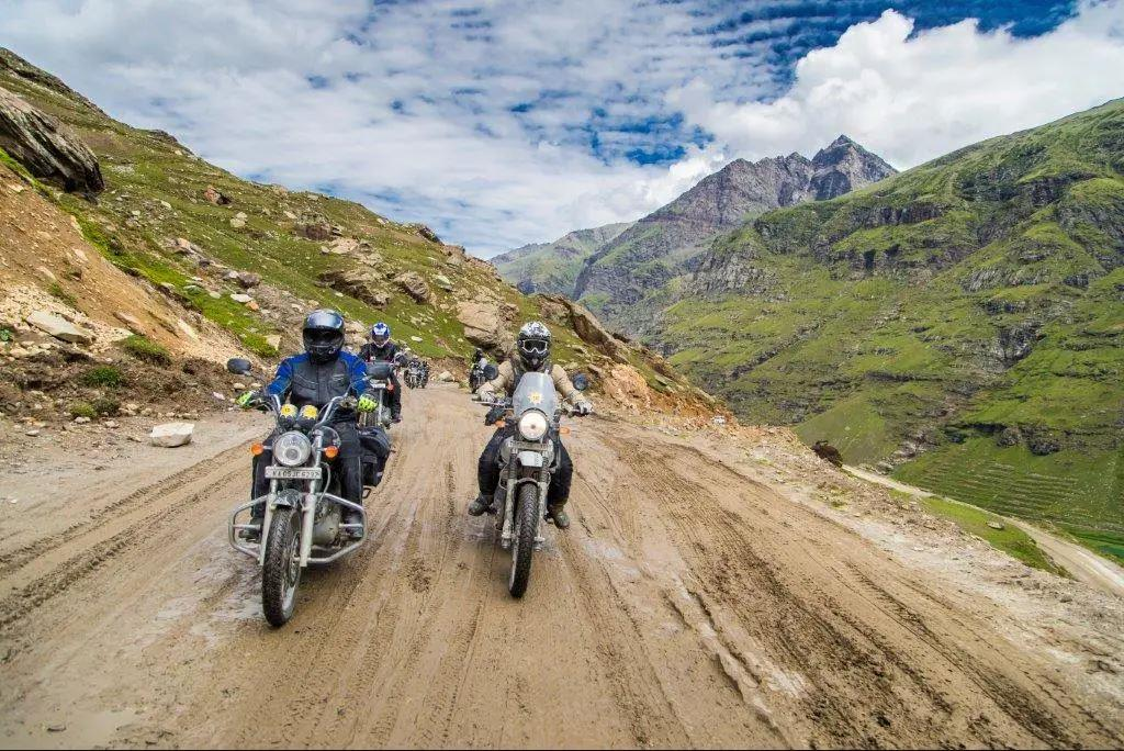 It was a team effort to get the Royal Enfield Himalayans throughthe Himalayas