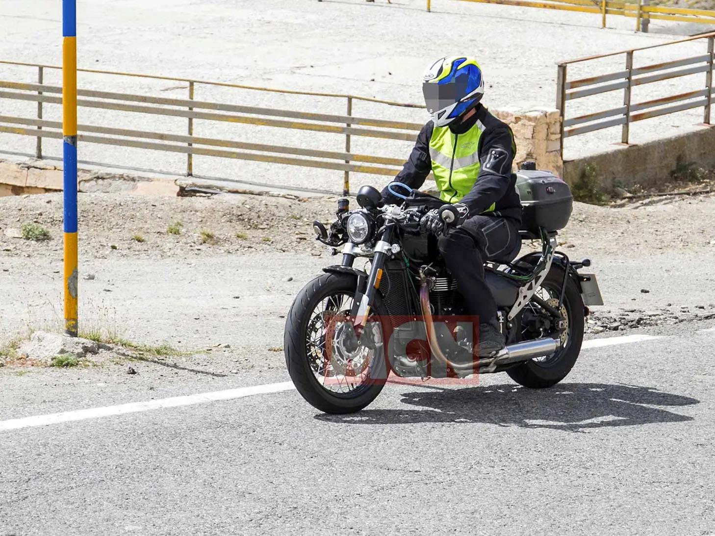 Triumph Bobber TFC spied in testing
