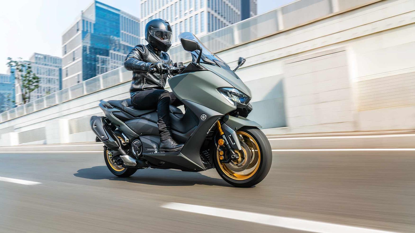 Yamaha TMAX Tech MAX inner-city riding