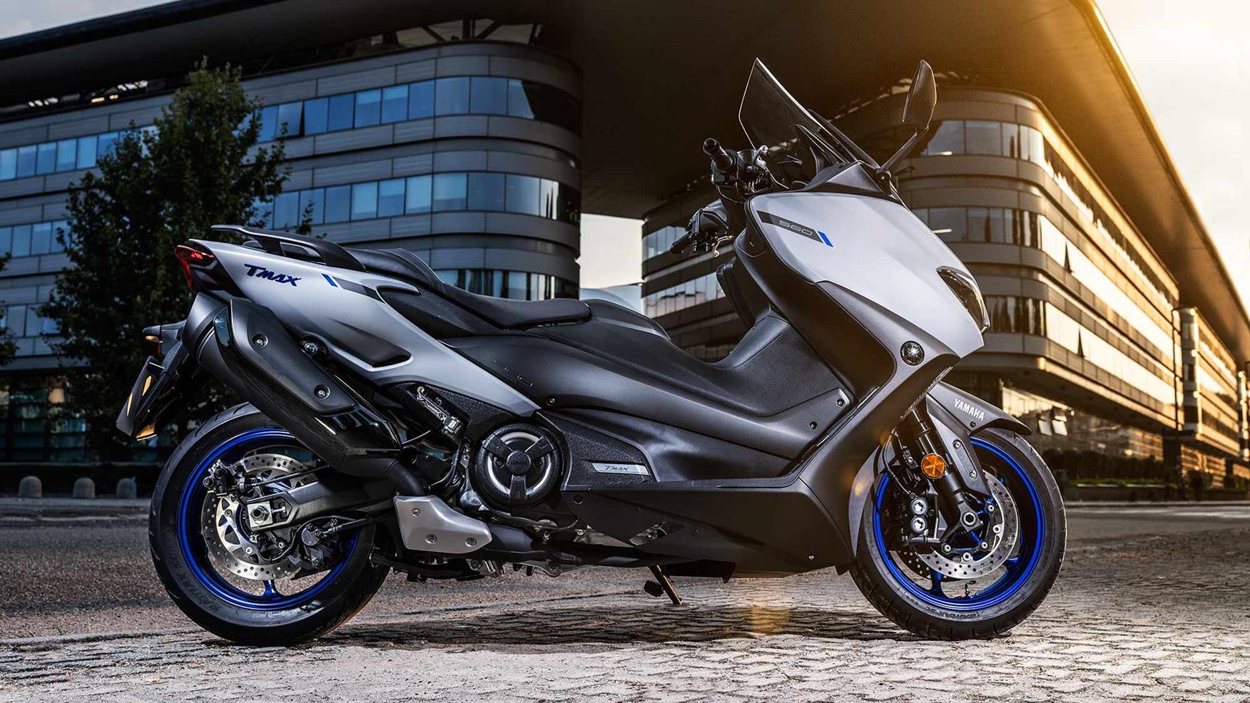 Yamaha TMAX 560 side-on