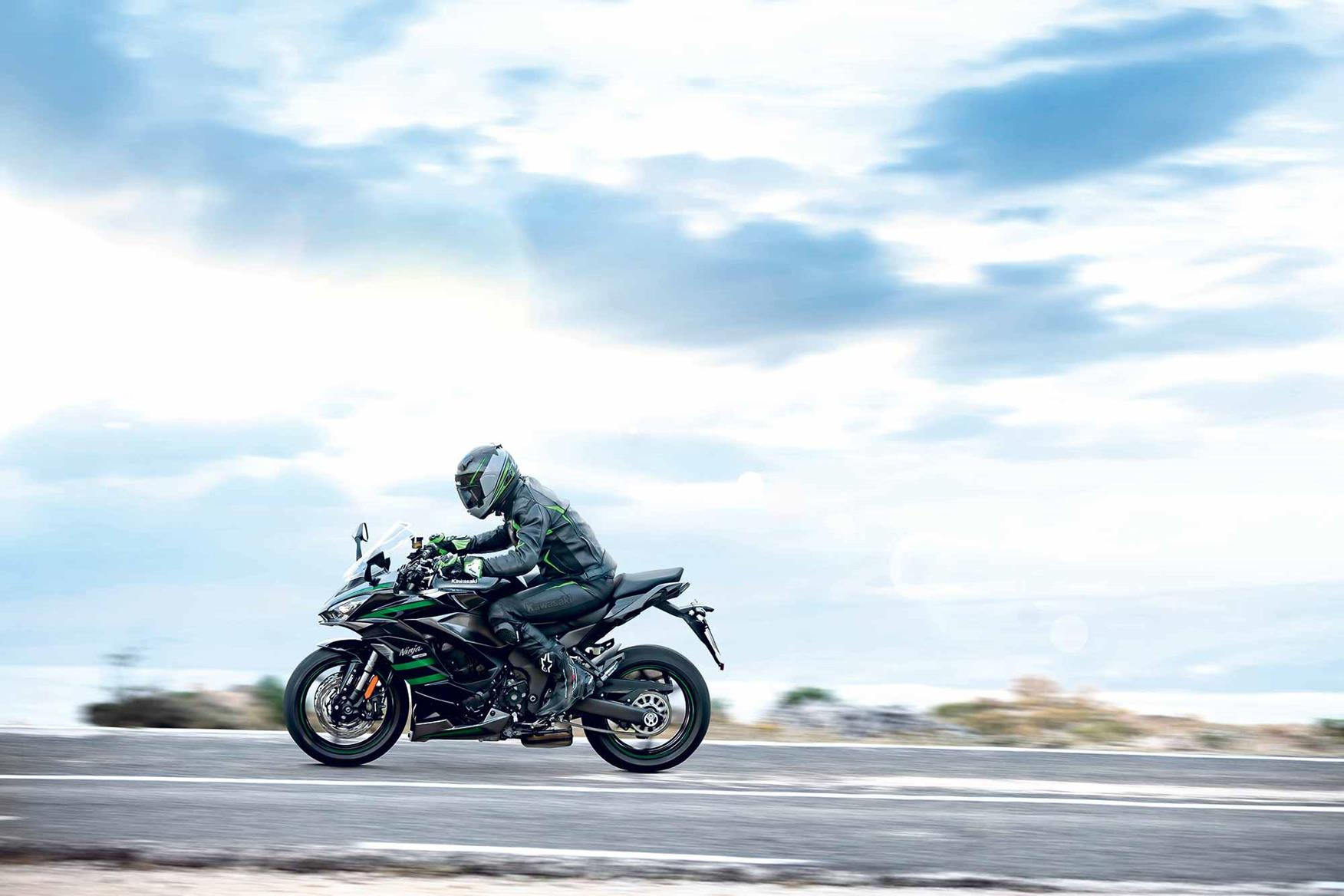 Kawasaki Ninja 1000SX riding