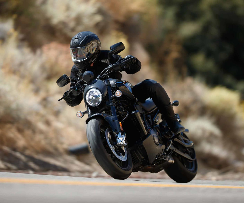 Harley-Davidson Bronx riding
