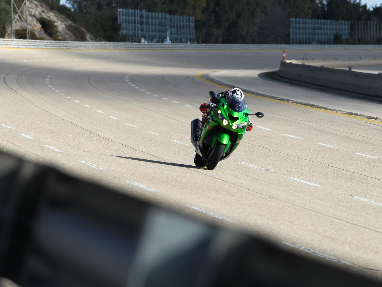 Kawasaki ZZR1400 top speed at Nardo Ring