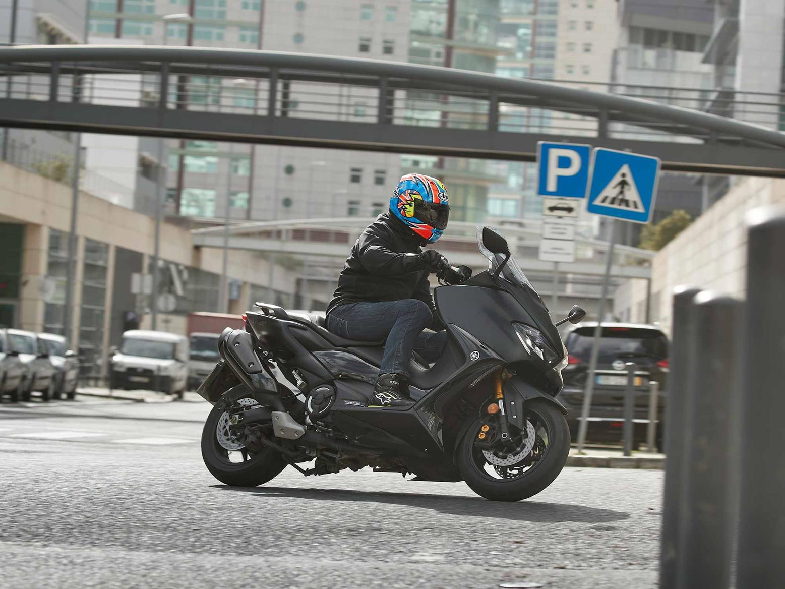 Cornering on Yamaha TMAX 560