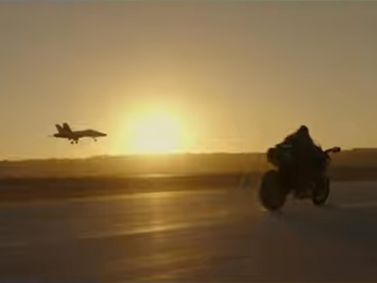 Tom Cruise races a fighter jet on a Kawasaki H2