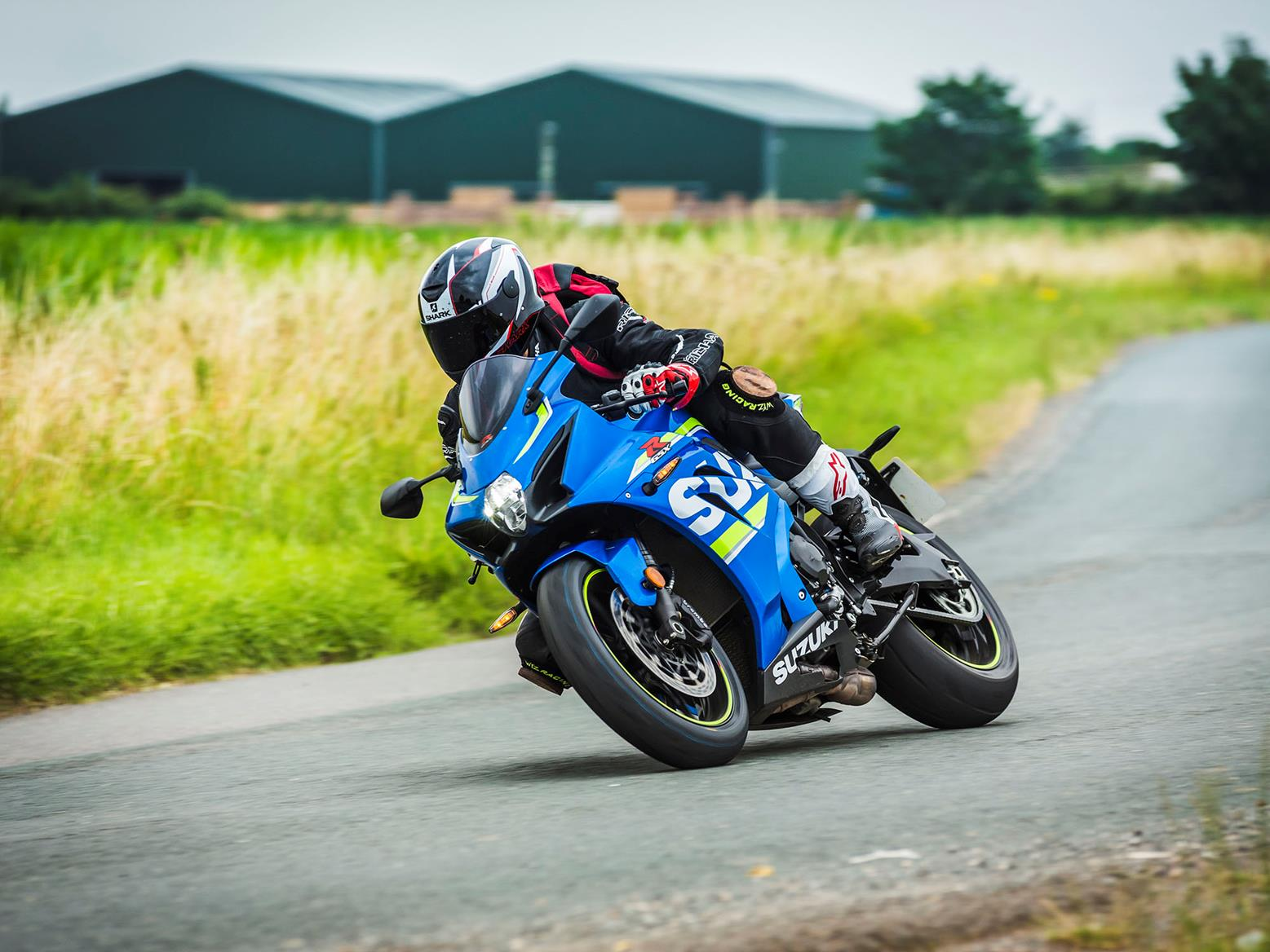 Suzuki GSX-R1000 turning right