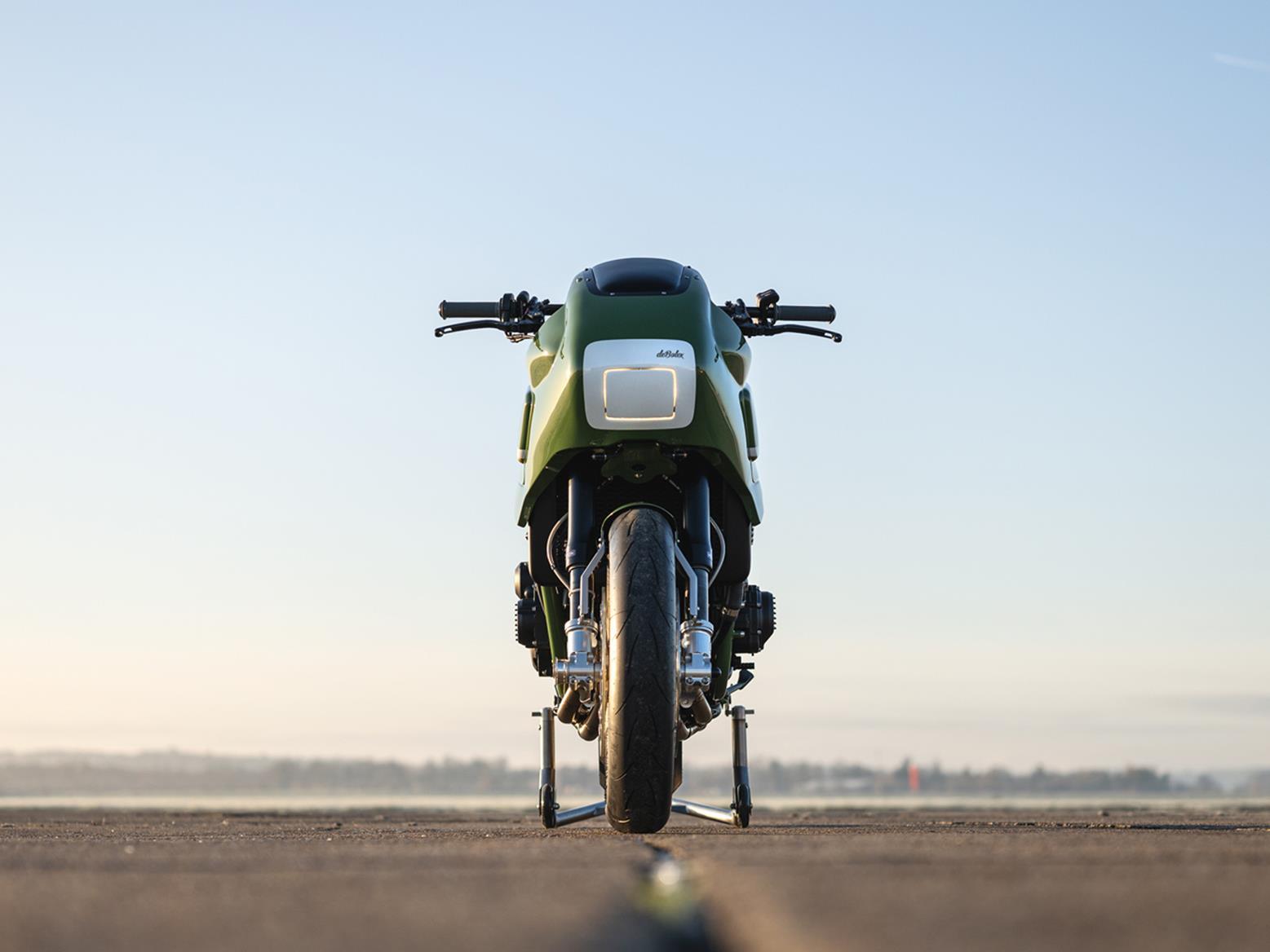 Front-on view of deBolex Kawasaki ZRX1200R