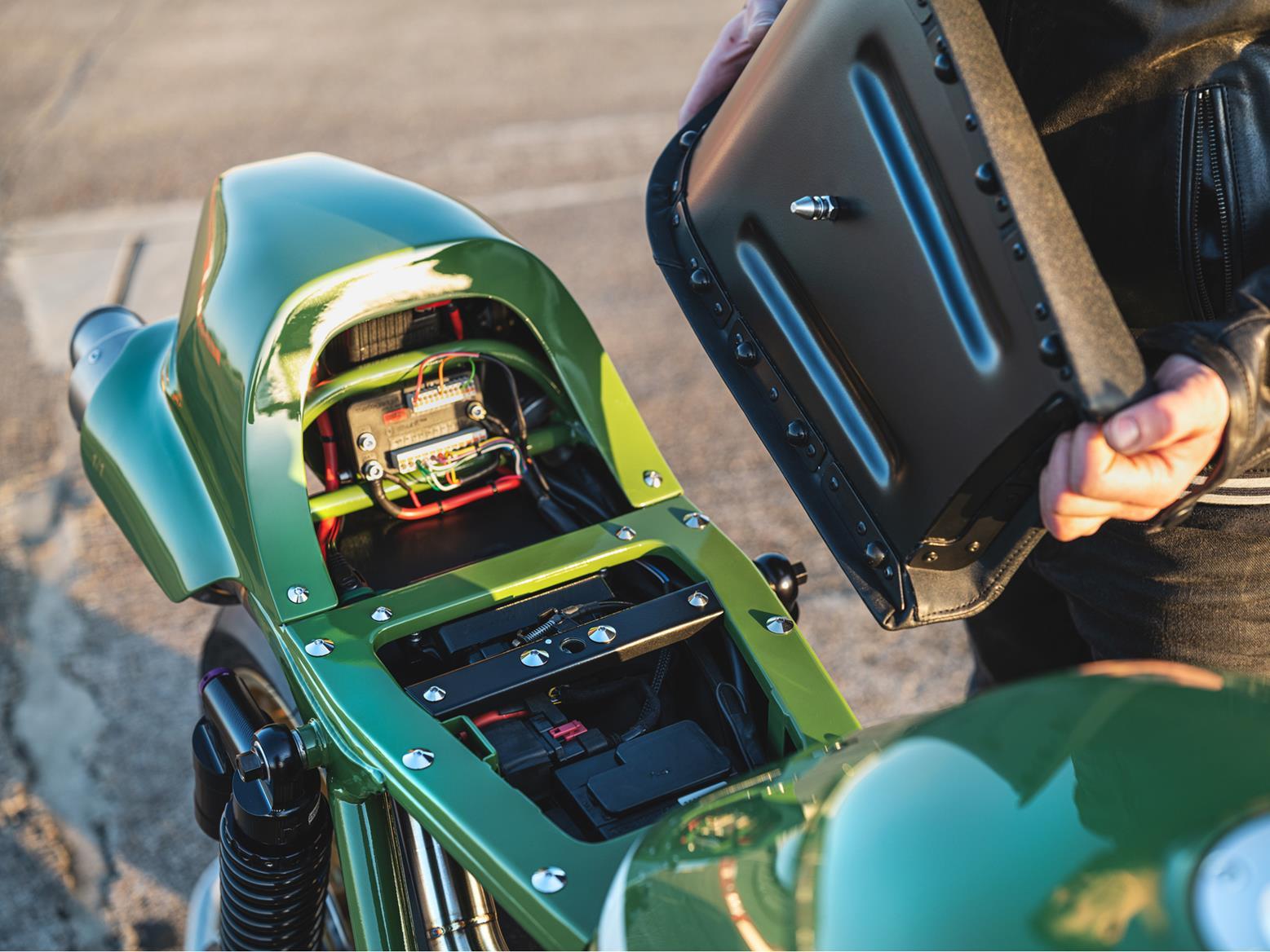 deBolex Kawasaki ZRX1200R batteries under seat