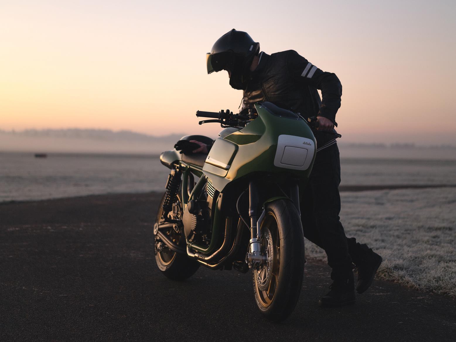 A person with the deBolex Kawasaki ZRX1200R