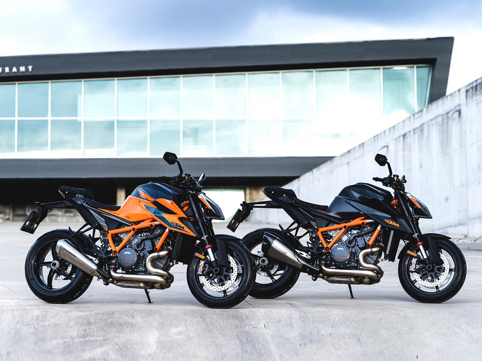 KTM 1290 Super Duke R both colours