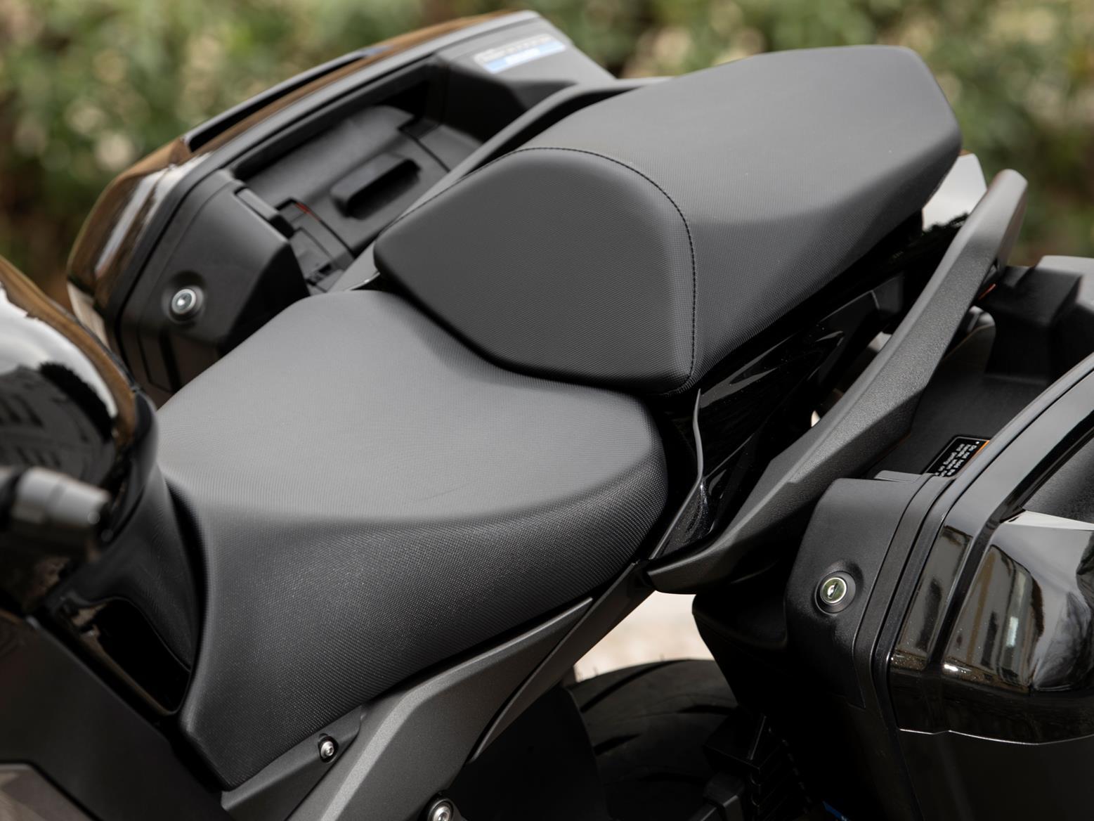 Kawasaki Ninja 1000SX seat