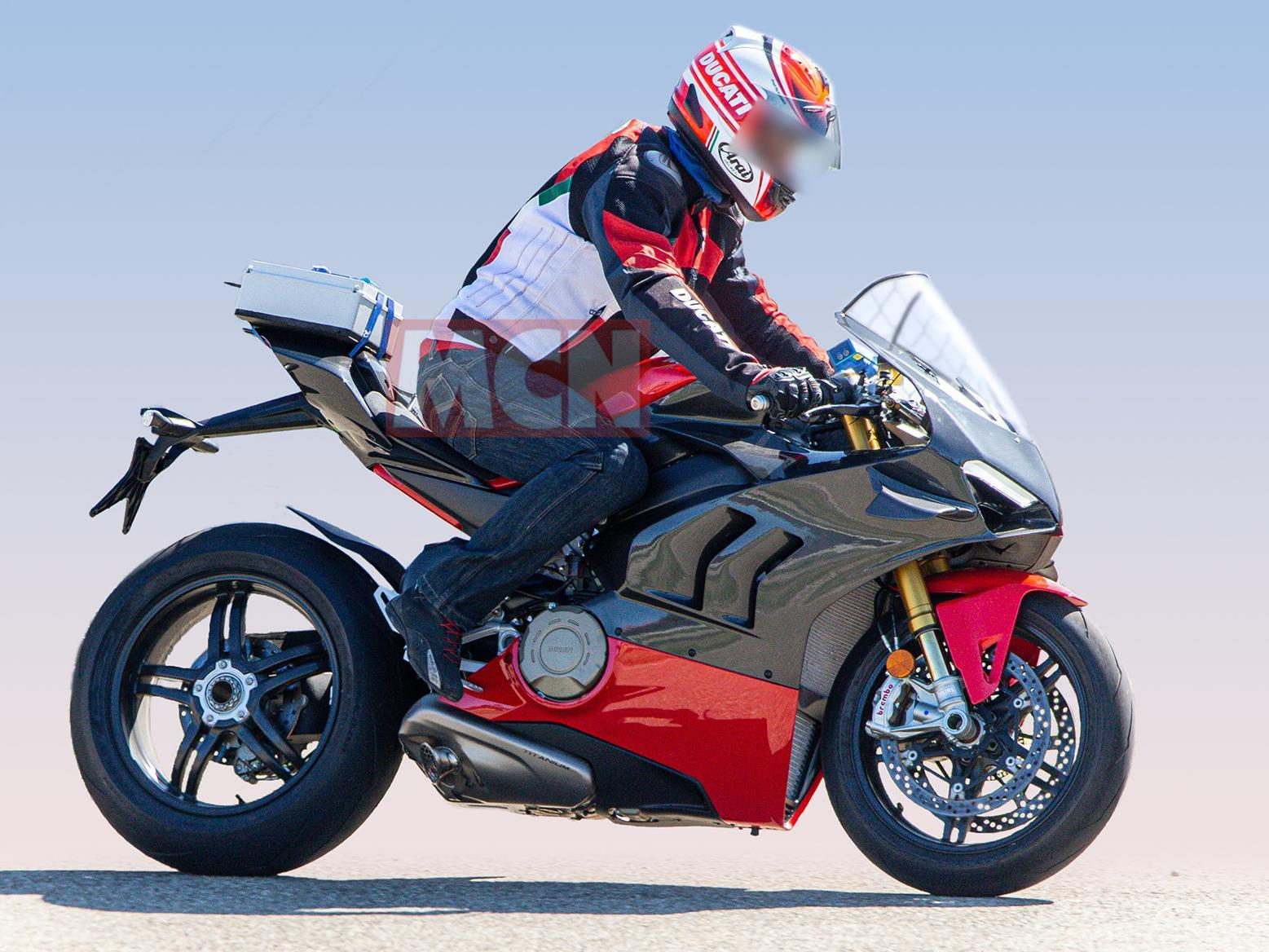 Special lightweight Ducati Panigale V4 Superleggera spied