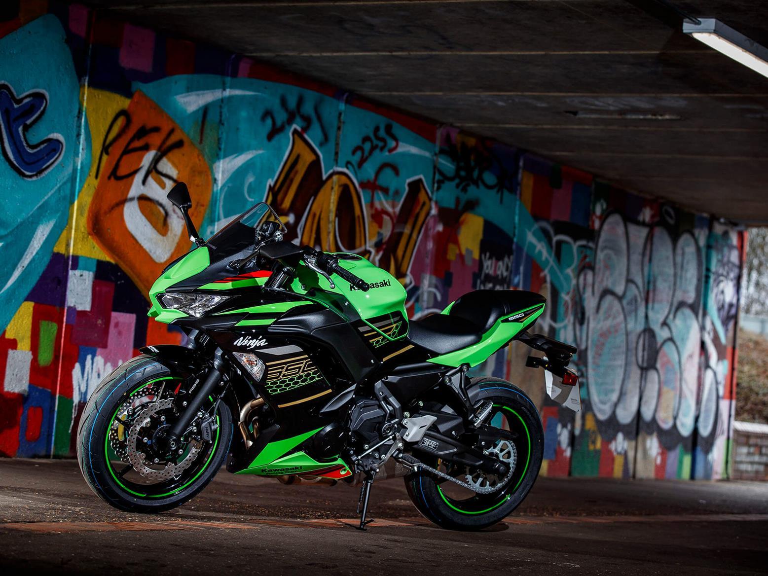 Kawasaki Ninja 650 in a tunnel