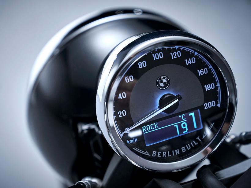 BMW R18 clock