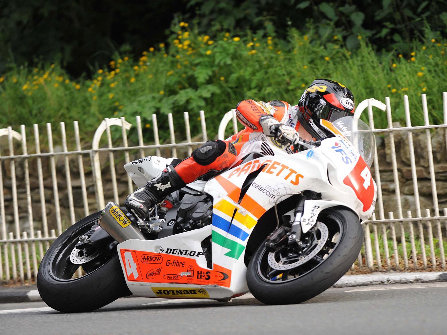 Hutchy 2009 Superstock TT win