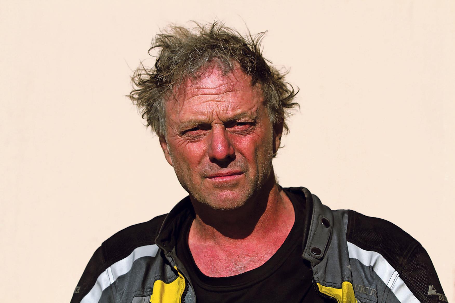 Nick Sanders circumnavigates the globe in 2005