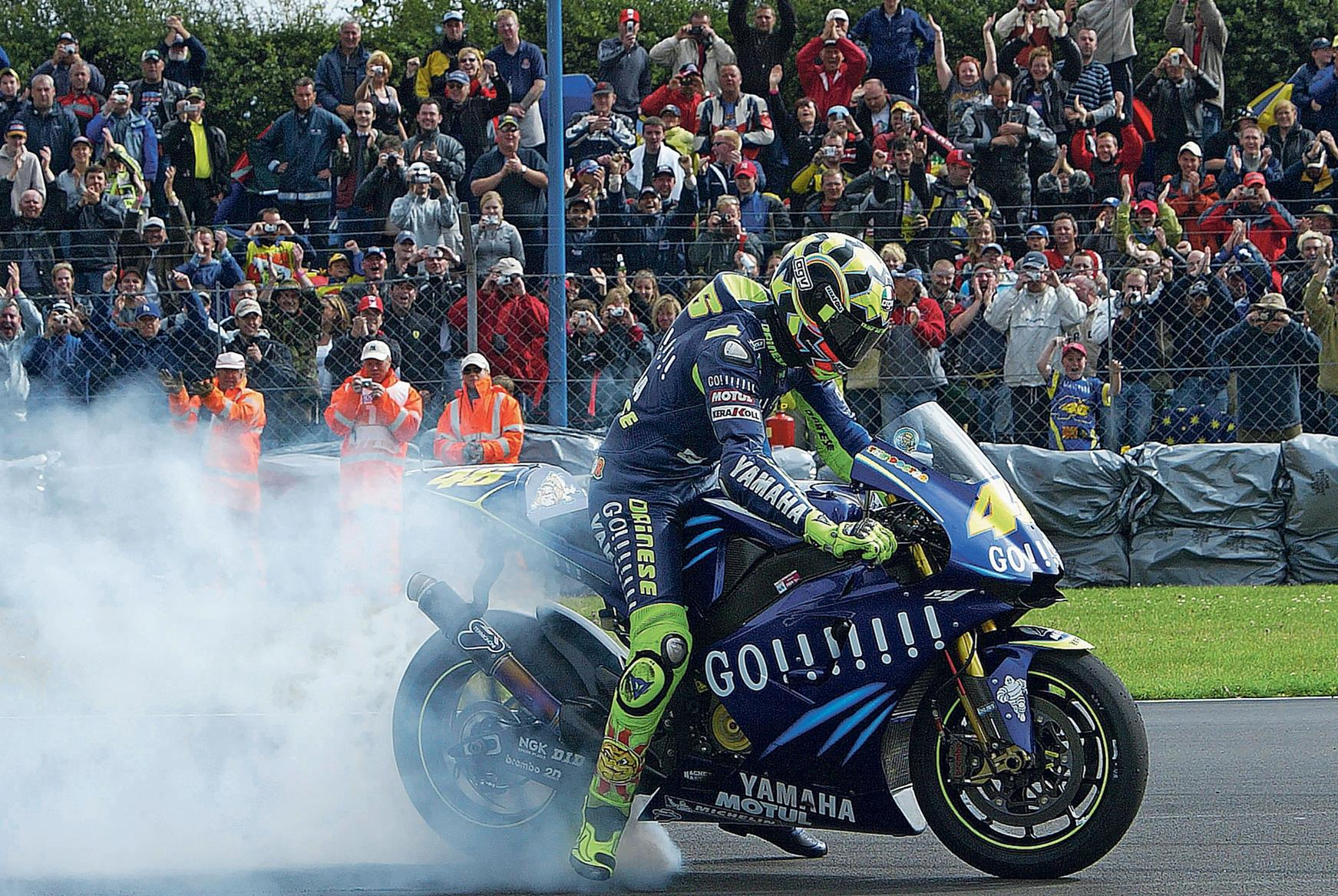 Valentino Rossi moves to Yamaha in 2004