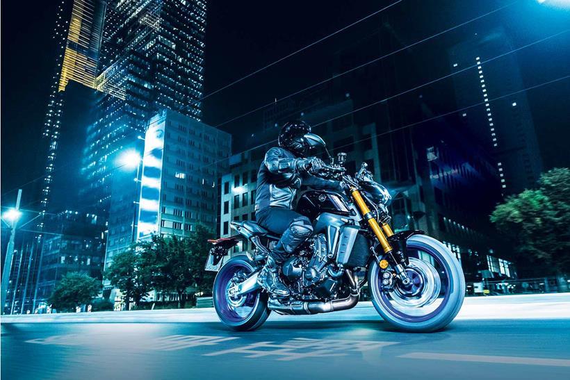 Cưỡi Yamaha MT-09 SP 2021