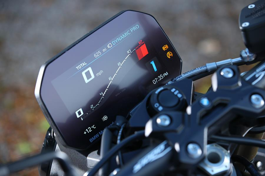 The BMW S1000R gets a TFT dash and keyless ignition