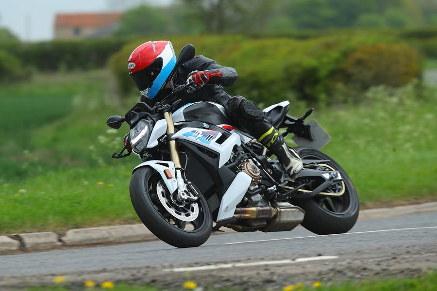 Cornering on the road with the 2021 BMW S1000R