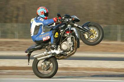 MV Agusta Brutale 910 motorcycle review - Riding