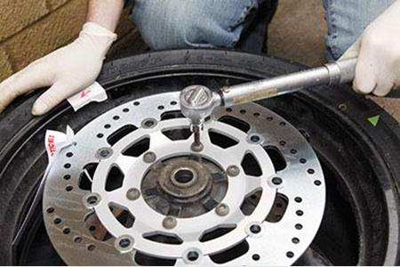 70c072ff719 How to check   replace brake discs