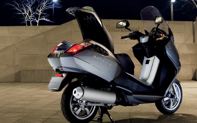 new peugeot maxi 500 scooter mcn. Black Bedroom Furniture Sets. Home Design Ideas