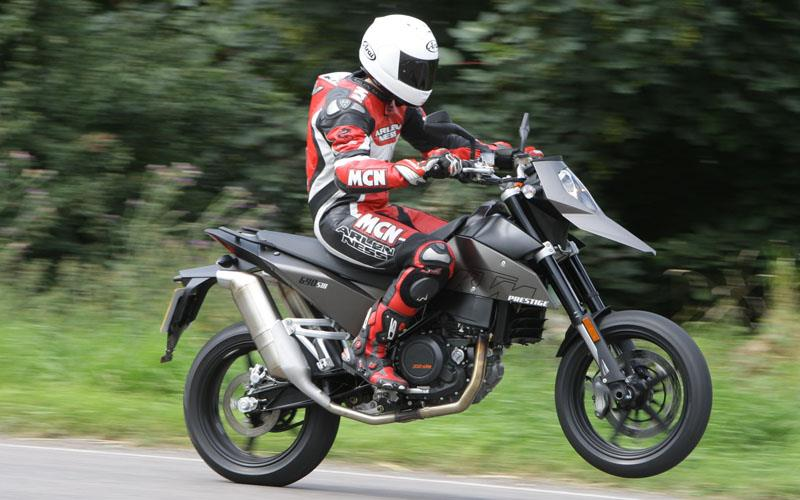 Picture Exclusive Mcn Supermoto Group Test Mcn