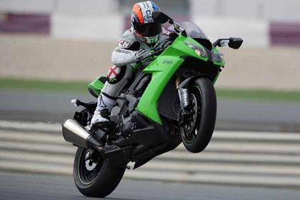 Kawasaki ZX-10R review action