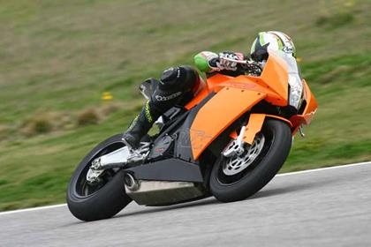 KTM RC8 review action