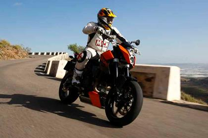KTM 690 Duke bike review action