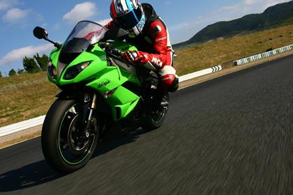 Kawasaki ZX-6R- resembles the ZX-10R