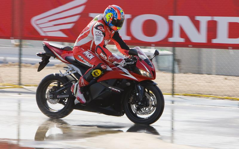 2009 ABS Honda CBR600RR tested!   MCN