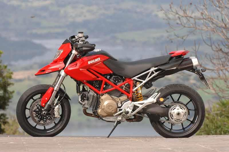 jim carrey rides ducati hypermotard in yes man | mcn