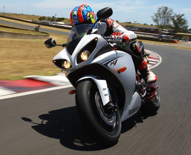 YAMAHA R1 (2009-2011) Review | MCN