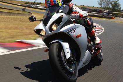 Yamaha R1 - on track