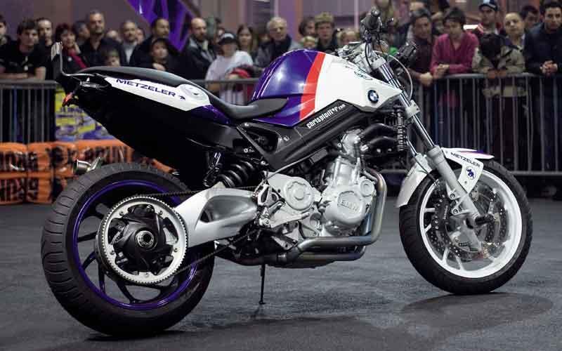Christian Pfeiffers BMW F800R Stunt