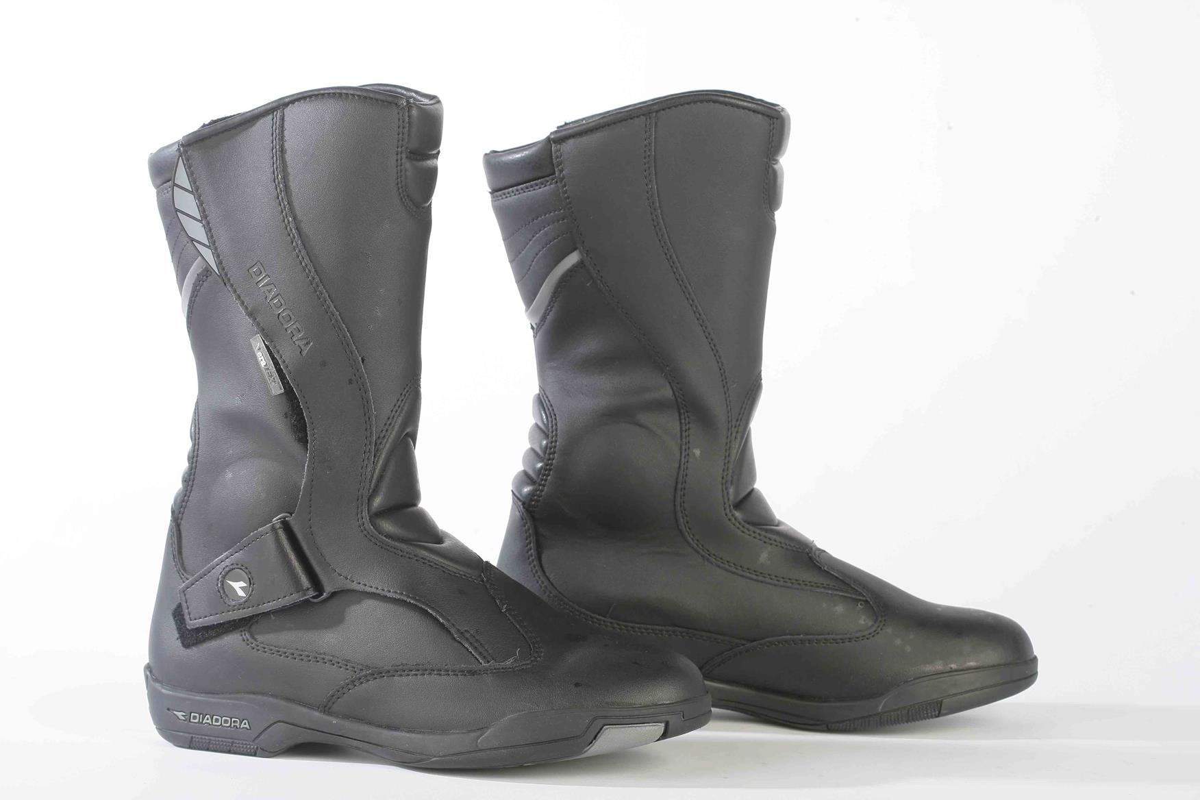 mcn biking britain survey  touring boots under  u00a3100