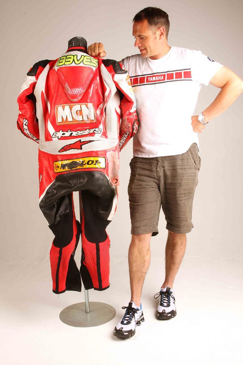 Review Alpinestars Racing Replica Suit Mcn