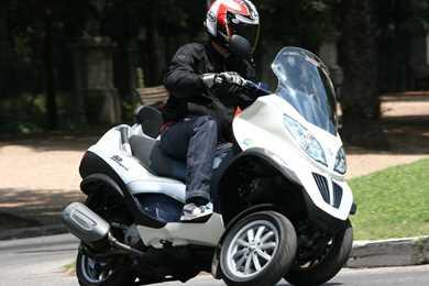 piaggio mp3 125 yourban (2011-on) review   mcn