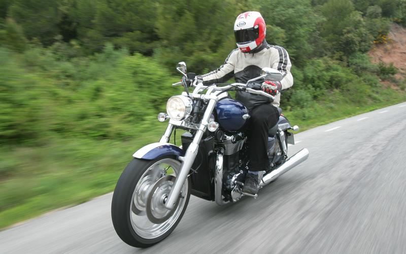 Triumphs Thunderbird 1600 Gets Rated By Harley Riders