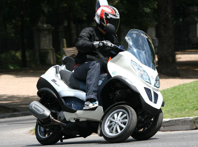 piaggio mp3 hybrid 125 2009 on review specs prices mcn. Black Bedroom Furniture Sets. Home Design Ideas