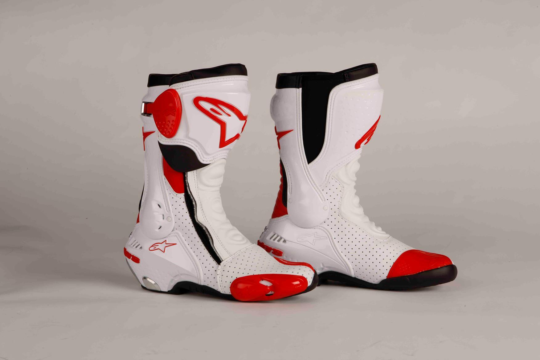 mcn biking britain survey top 10 most comfortable racing boots mcn. Black Bedroom Furniture Sets. Home Design Ideas