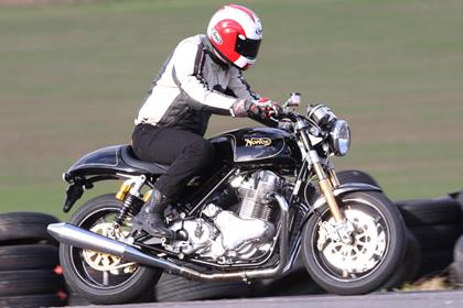 NORTON COMMANDO 961 SE (2009-on)