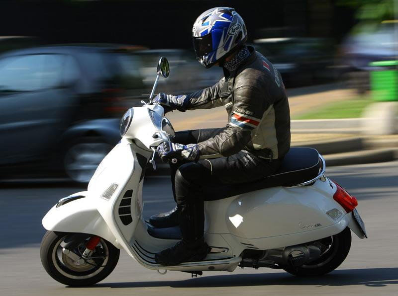 Piaggio Vespa Gts300 2009 On Review Specs Prices Mcn