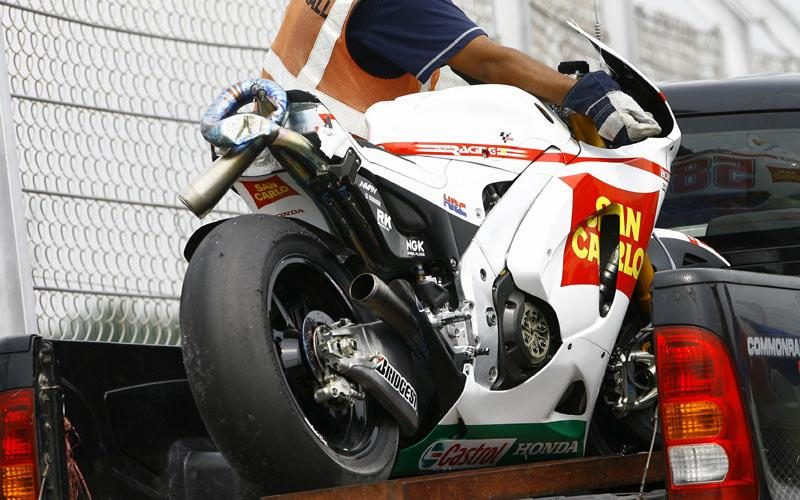 Marco Simoncelli suffers second big Sepang crash | MCN
